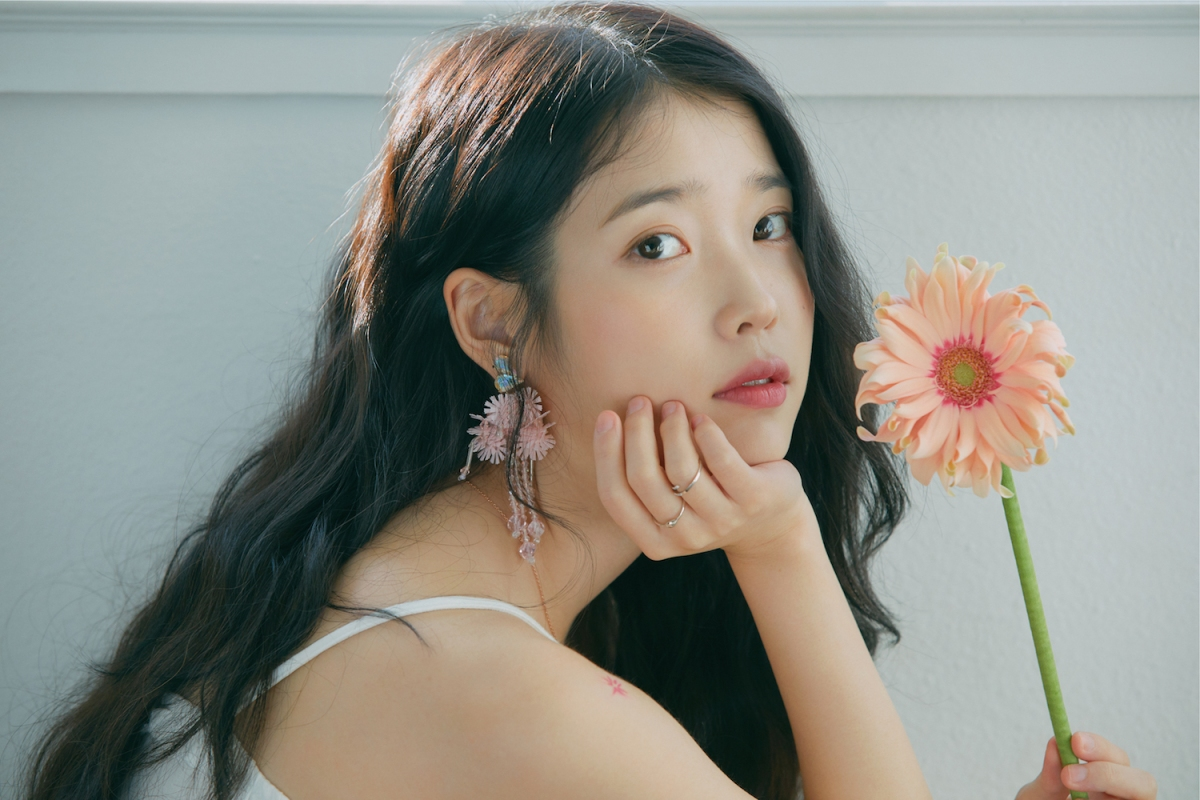 """IU's """"eight"""" music video might have been a tribute to Sulli & Jonghyun –  SEOULHYPE"""